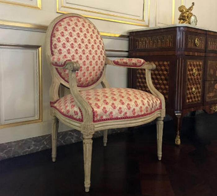 zoom sur le style louis xvi. Black Bedroom Furniture Sets. Home Design Ideas
