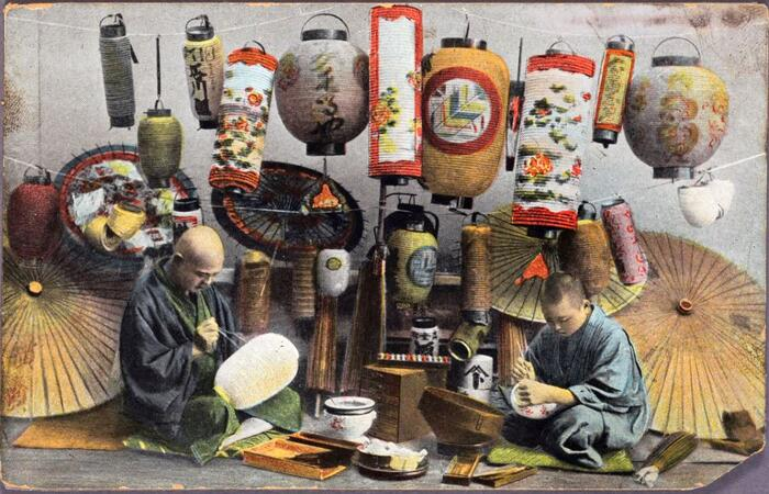 "Makers of paper lanterns called ""chochin » painting in the early 20th century <br/> © New York Public Library - D.R."